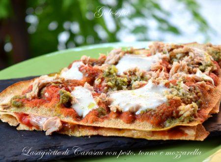 Lasagnette di Carasau con pesto, tonno e mozzarella, buonissime e filanti!