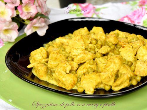 Spezzatino di pollo con curry e piselli, buonissimo e cremoso