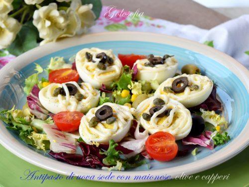 Antipasto di uova sode con maionese, olive e capperi, ricetta buonissima
