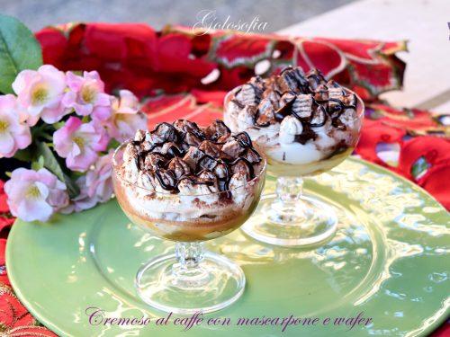 Cremoso al caffe' con mascarpone e wafer, goloso dessert senza uova