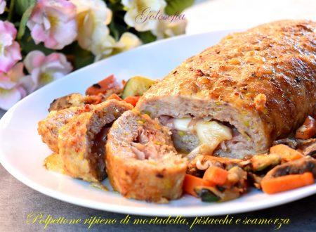 Polpettone ripieno di mortadella, pistacchi e scamorza, ricetta fantastica!