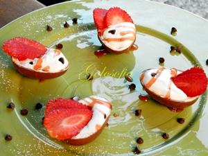 Ovetti al cioccolato con crema di ricotta e fragole-ricetta dolci-golosofia