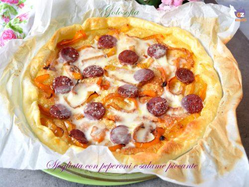 Sfogliata con peperoni e salame piccante, buonissima e veloce