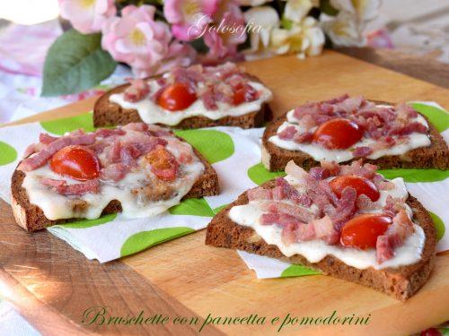 Bruschette con pancetta e pomodorini, ghiotte e veloci
