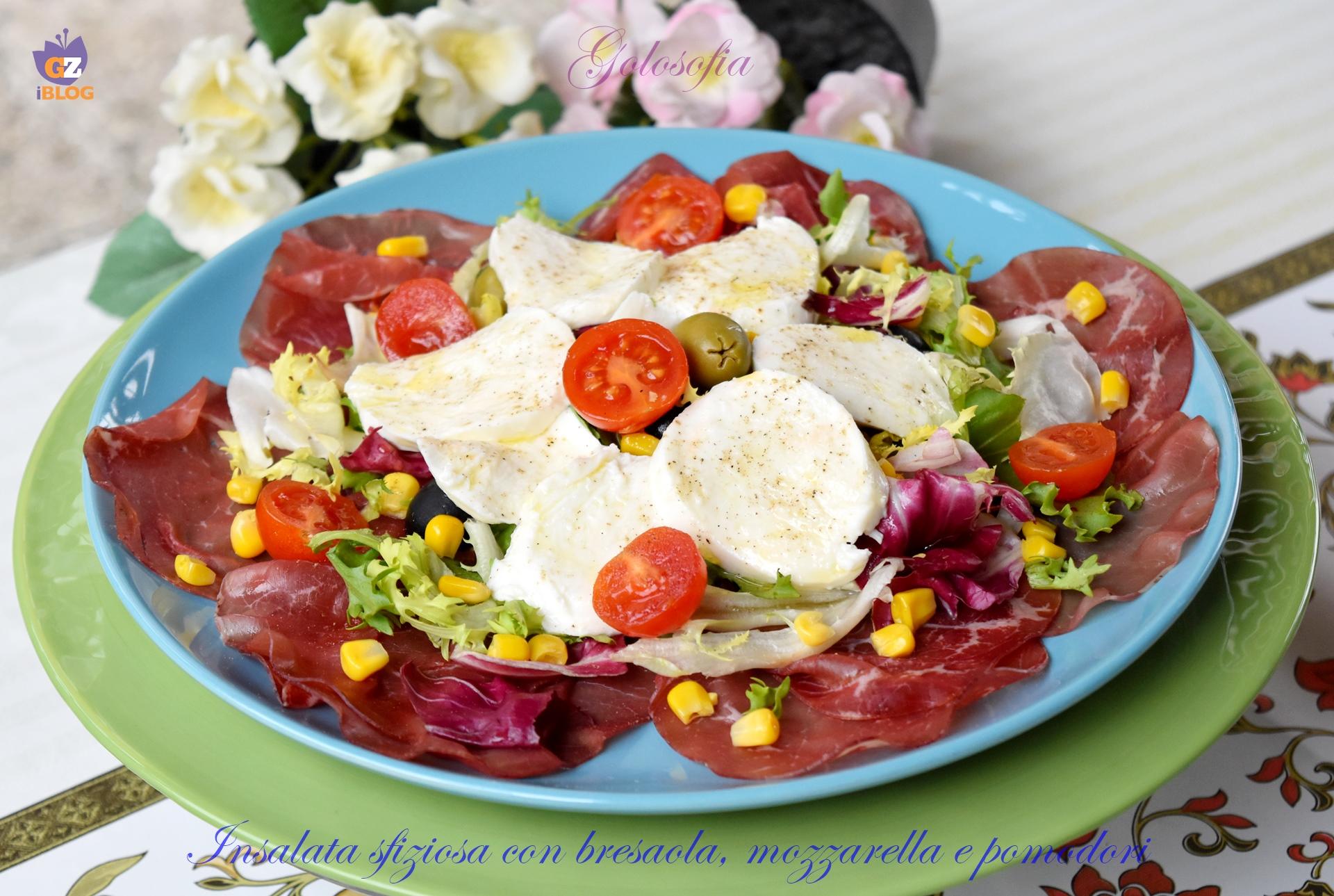 Insalata sfiziosa con bresaola, mozzarella e pomodori-ricetta secondi-golosofia