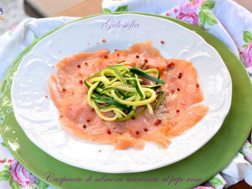 Carpaccio di salmone marinato al pepe rosa, antipasto fresco e veloce