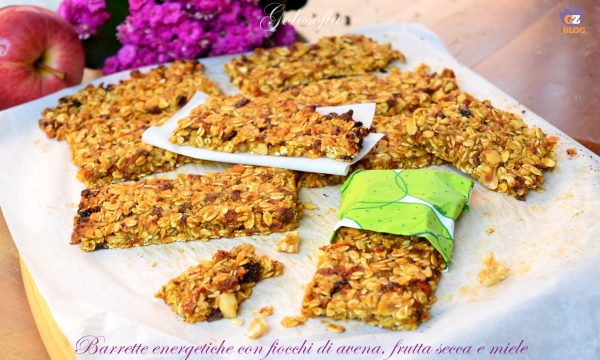 Barrette energetiche con fiocchi di avena, frutta secca e miele, buonissime!