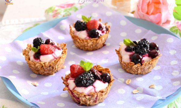 Cestini di avena con yogurt greco e frutti di bosco, light e golosi!