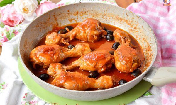 Fusi di pollo piccanti in padella, ricetta semplice e buonissima