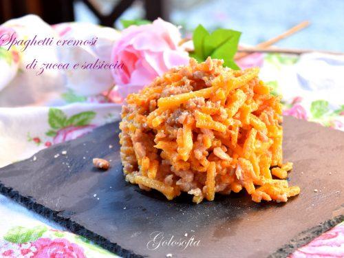 Spaghetti cremosi di zucca e salsiccia, squisiti e veloci!