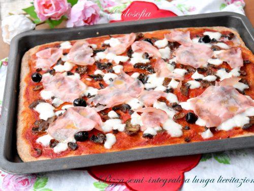 Pizza semi-integrale a lunga lievitazione, soffice e leggera con 2 gr di lievito