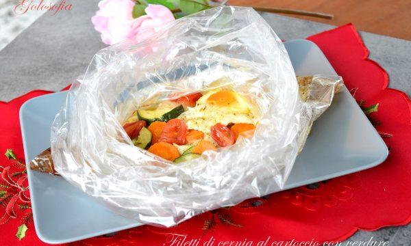 Filetti di cernia al cartoccio con verdure, ricetta leggera e raffinata