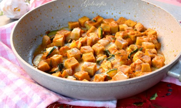 Seitan al curry con zucchine e scamorza, gustosissimo e veloce!