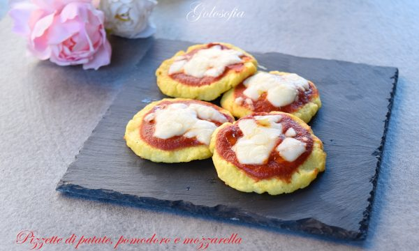 Pizzette di patate, pomodoro e mozzarella, ottime e senza farina