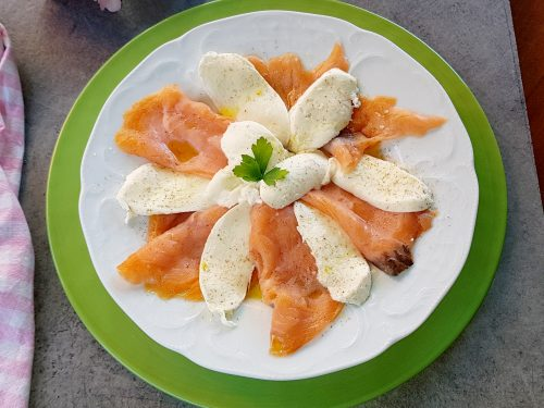 Caprese di salmone affumicato, ricetta buonissima, sana e veloce!