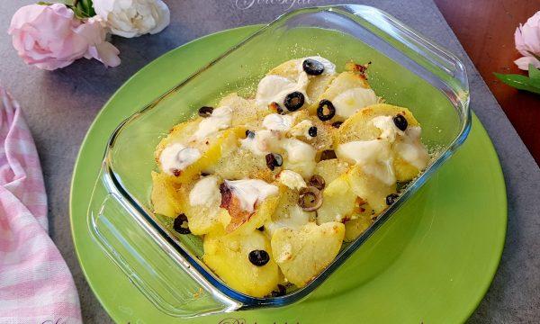 Sformato di patate con Philadelphia, prosciutto e olive, goloso e filante!