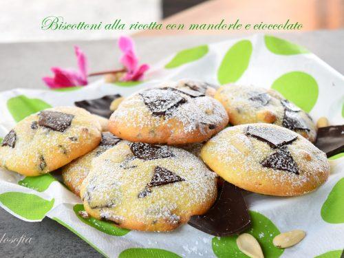 Biscottoni alla ricotta con mandorle e cioccolato, morbidissimi e squisiti!