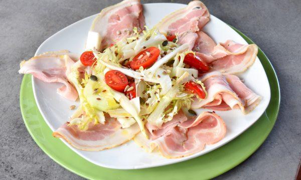 Porchetta con insalata, pomodorini e finocchi, ricetta estiva gustosissima