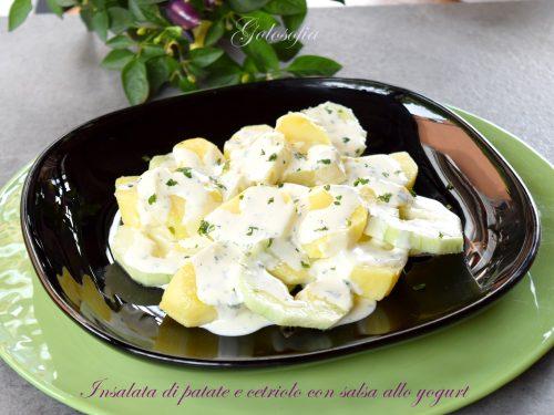 Insalata di patate e cetriolo con salsa allo yogurt, buonissima e veloce