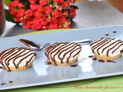 Mini cheesecake panna e caffè, veloce e goloso dessert