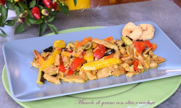 Muscolo di grano con olive e verdure, ricetta vegana squisita
