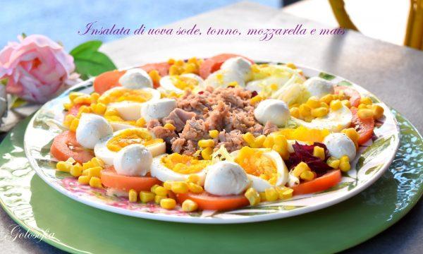 Insalata di uova sode, tonno, mozzarella e mais, ricetta ricca e nutriente