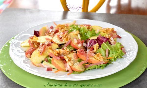 Insalata di mele, speck e noci, ricetta gustosa e veloce