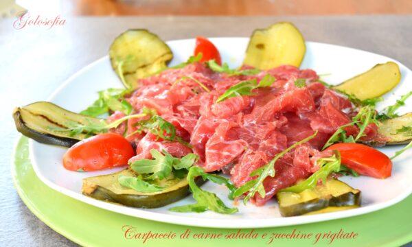 Carpaccio di carne salada e zucchine grigliate, ricetta veloce saporita