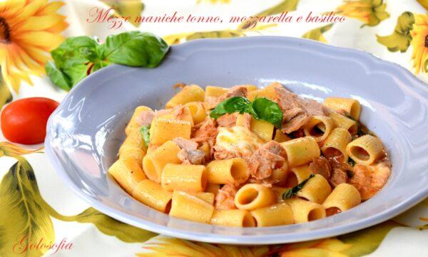 Mezze maniche tonno, mozzarella e basilico, ricetta saporita e filante!