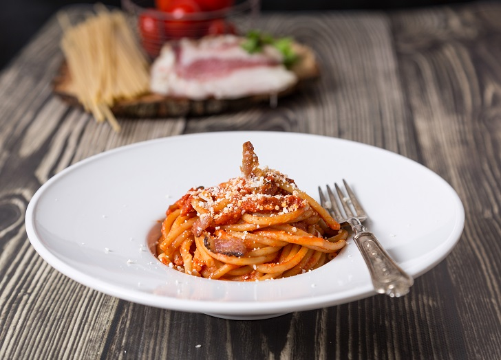Bucatini all'amatriciana ricetta originale romana
