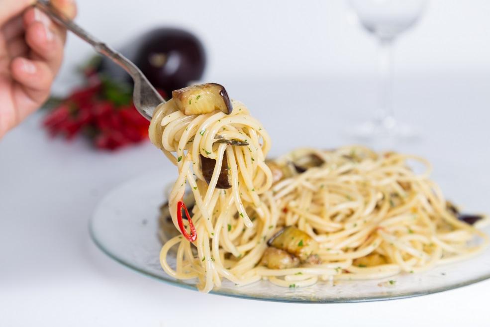 Ricetta spaghetti aglio olio e peperoncino ... e melanzane