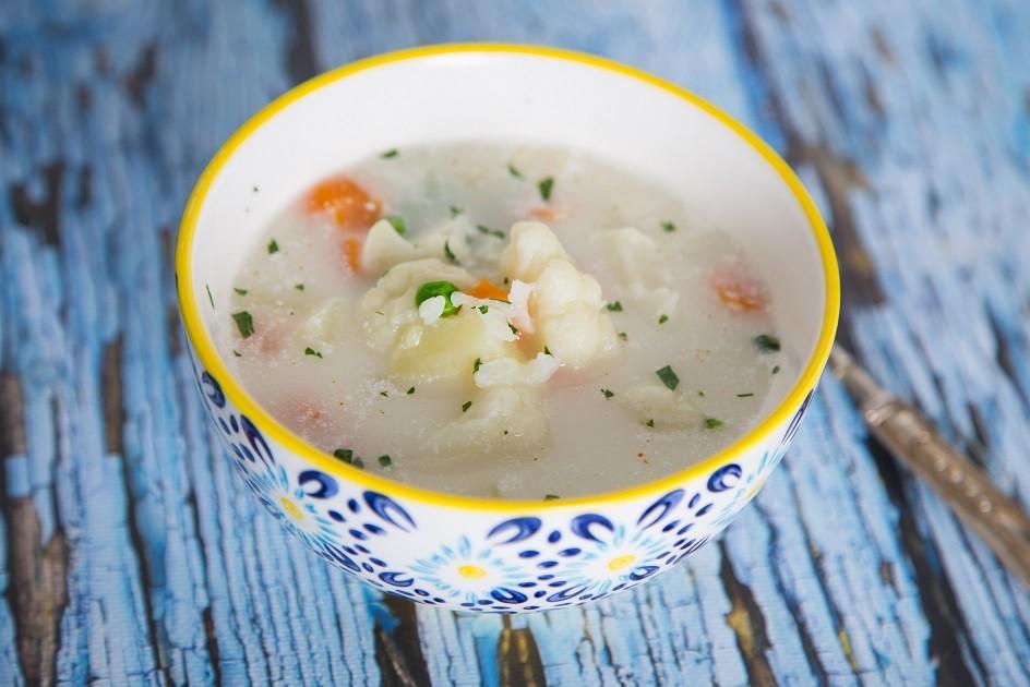 Ricetta Zuppa Autunnale con Cavolfiore Patate e Pisellini