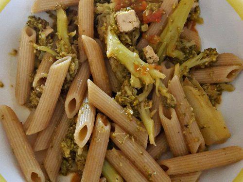 Pasta con broccoli e tofu affumicato -vegan-