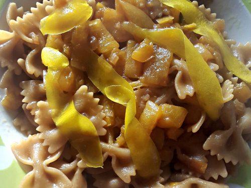 Pasta con peperone giallo e salsa di soia -vegan-