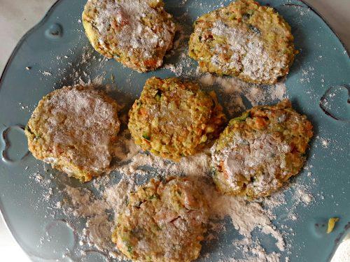 Burger di carote e zucchine alle erbe – vegan-