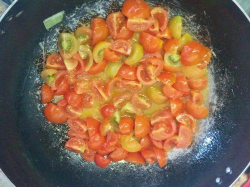 Pasta con pesto di frutta secca e pomodorini -vegan-