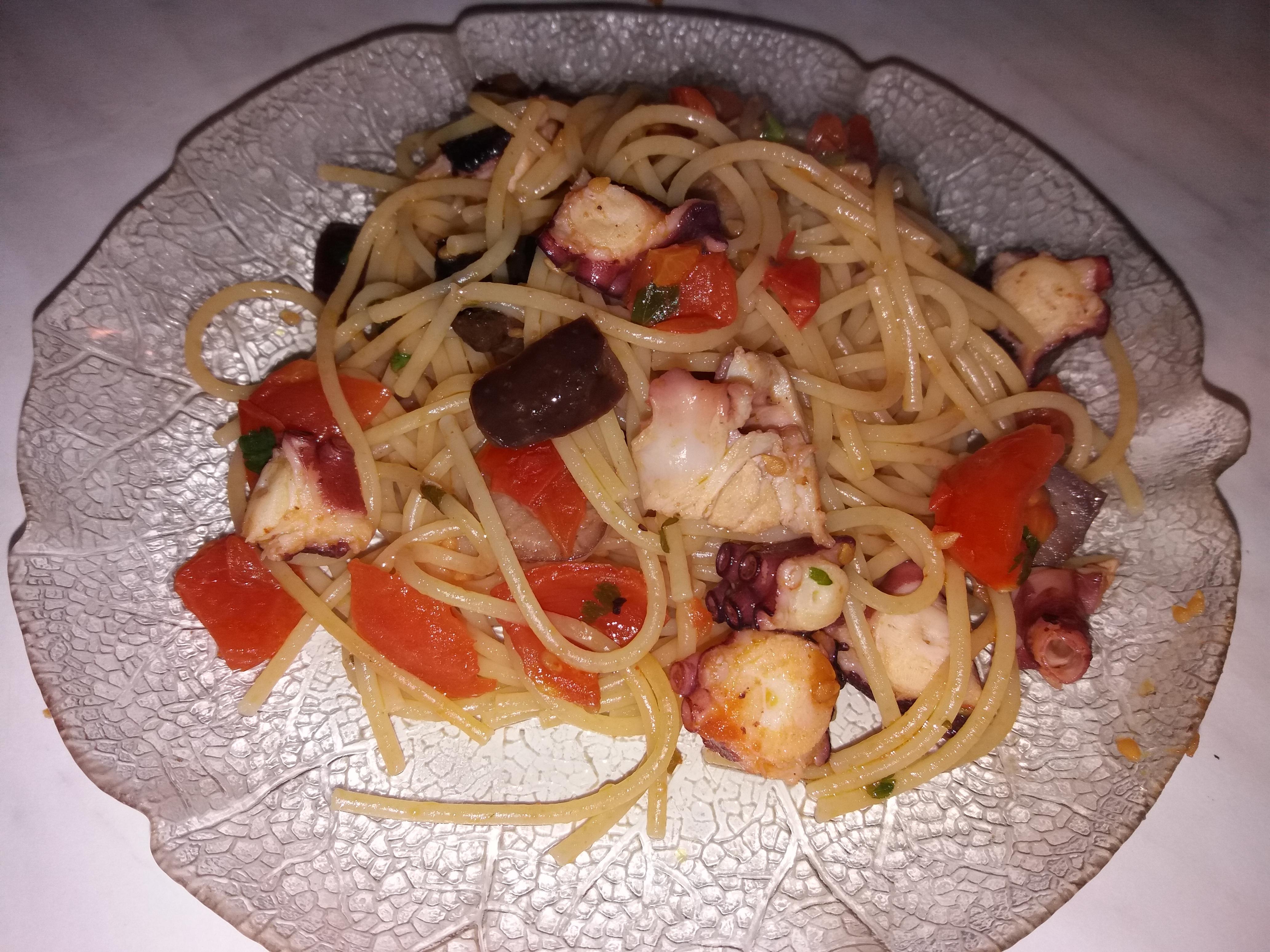 Spaghetti polpo e pomodorini