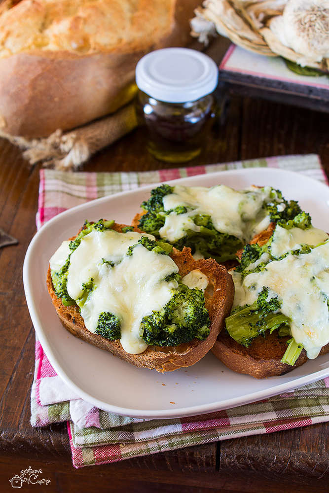 Crostoni Broccoletti e Scamorza