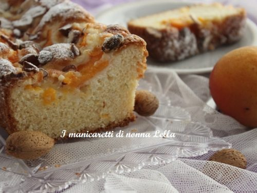 Plum cake albicocche e mandorle