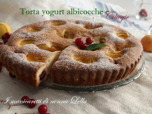 Torta yogurt albicocche e ciliegie
