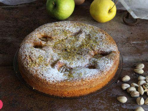 Torta di mele e granella di pistacchi