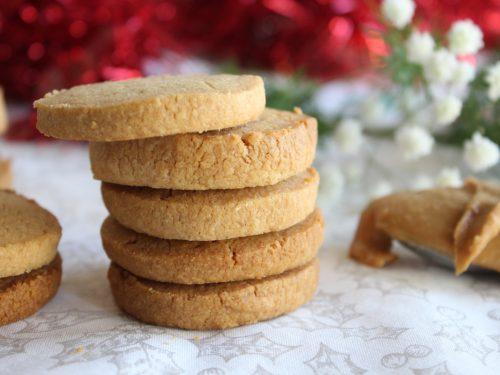 Biscotti con crema al burro di arachidi