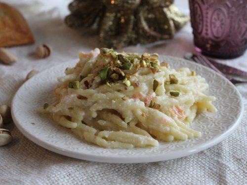 Pasta ricotta, salmone e pistacchi cremosa in 5 minuti