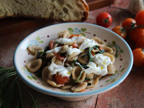 Pasta integrale rucola pomodorini e stracciatella
