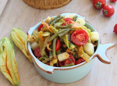 Insalata di verdura in doppia consistenza