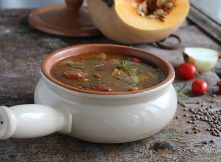 Zuppa di zucca, lenticchie e patate al profumo di rosmarino