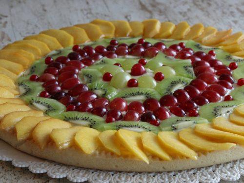 Crostata con frutta variegata autunnale e crema pasticcera al limone
