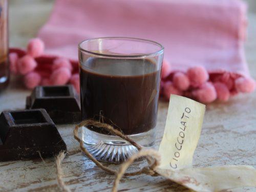 Liquore al cioccolato ricetta casalinga con il cacao amaro