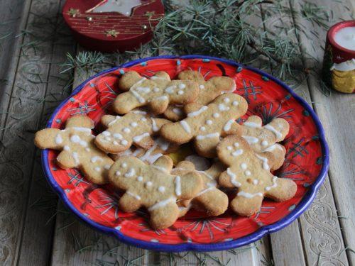 Biscotti omini di pan di zenzero Gingerbread ricetta natalizia