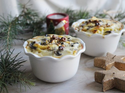 Pasta fresca al forno Troccoli in bianco con funghi noci e besciamella